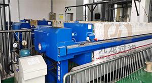 安徽某玻璃行业自动拉板压滤机使用现场